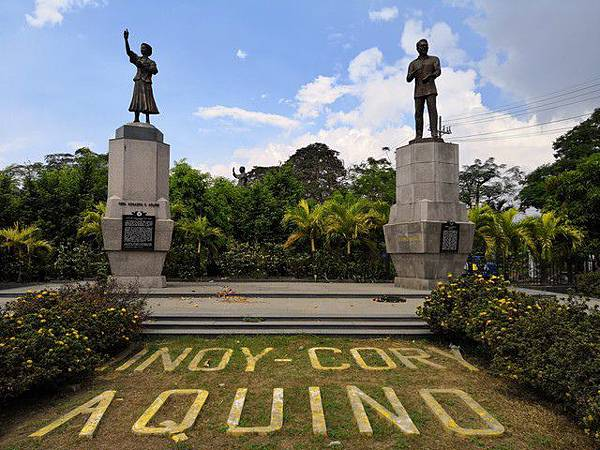 IMG_012Ninoy %26; Cory Aquino Monument.jpg