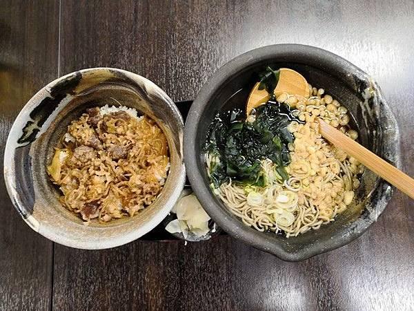 IMG_049牛丼飯+蕎麥麵.jpg
