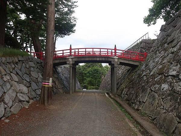 IMG_010二の丸と本丸廊下橋.jpg