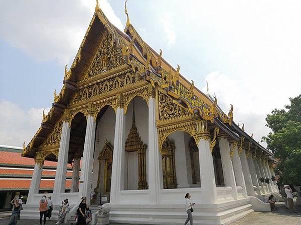 IMG_011皇家法藏殿(Hor Phra Monthian Dharma).jpg
