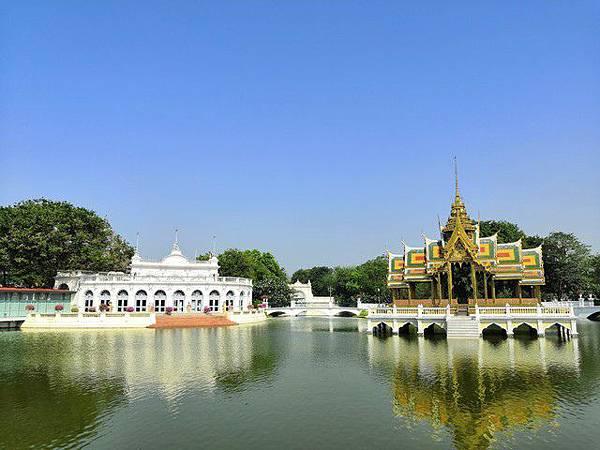 IMG_045湖中心的泰式涼亭(Phra Thinang Aisawan Thiphya-Art Pavilion).jpg
