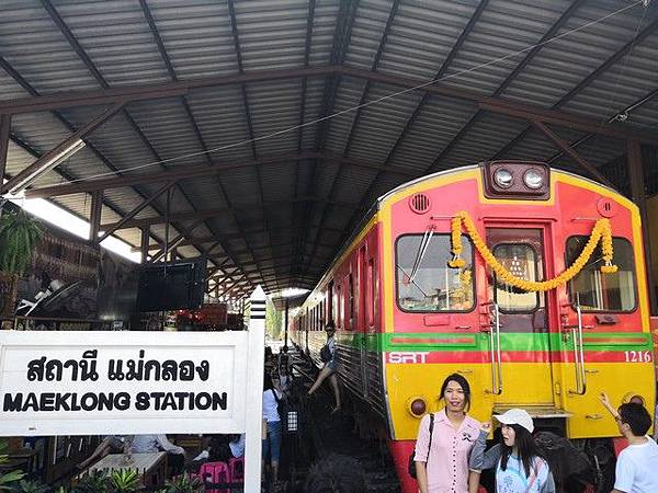 IMG_017美功鐵道市集(Maeklong Railway Market).jpg