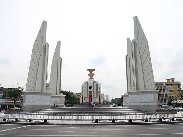 IMG_027民主紀念碑(Democracy Monument).jpg