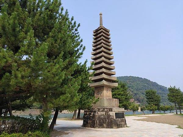 IMG_024十三重石塔.jpg