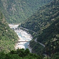 IMG_040俯瞰立霧溪谷和溪畔水壩.jpg