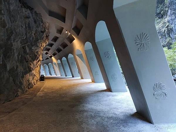 IMG_005九曲洞步道-峽谷之花浮雕.jpg