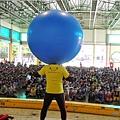 0401台南崇明國小兒童節魔術表演+人入大氣球+奇幻泡泡秀表演 (12).JPG