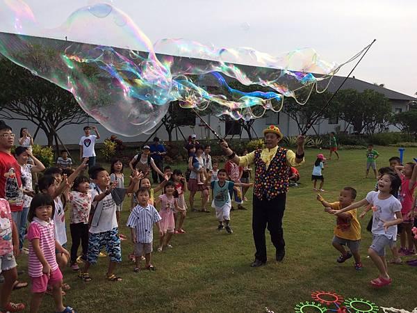 雲林小丑泡泡表演+小丑氣球表演+小丑折汽球@雅聞峇里海岸觀光工廠 (6).JPG