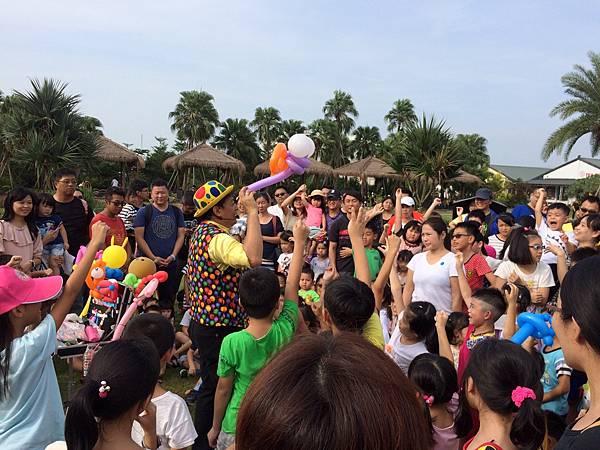 雲林小丑泡泡表演+小丑氣球表演+小丑折汽球@雅聞峇里海岸觀光工廠 (11).JPG