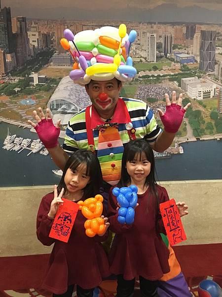 高雄君鴻酒店寶島尾牙小丑折汽球表演 (6).JPG