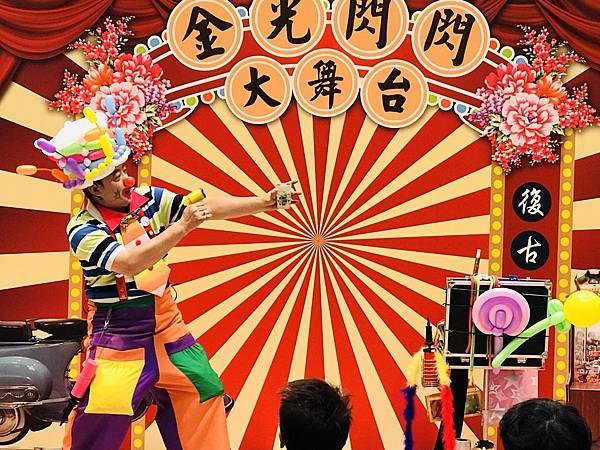台南南紡夢時代小丑魔術氣球表演 (1).jpg