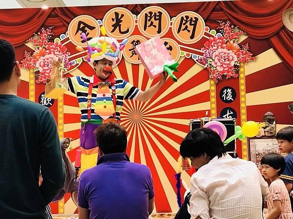 台南南紡夢時代小丑魔術氣球表演 (2).jpg