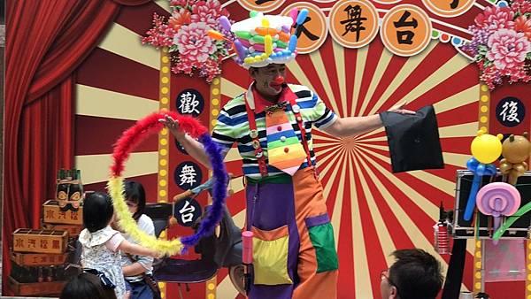 台南南紡夢時代小丑魔術氣球表演 (5).jpg