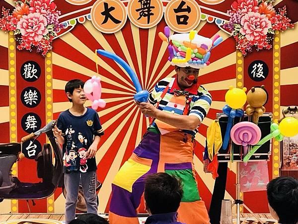 台南南紡夢時代小丑魔術氣球表演 (6).jpg