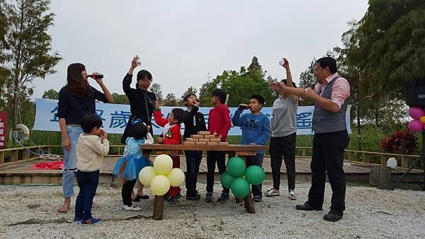 高雄小城聖誕派對魔術表演泡泡表演小丑氣球表演巧虎人偶小小兵人偶迎賓 (5).jpg