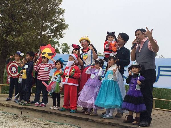 高雄小城聖誕派對魔術表演泡泡表演小丑氣球表演巧虎人偶小小兵人偶迎賓 (10).jpg