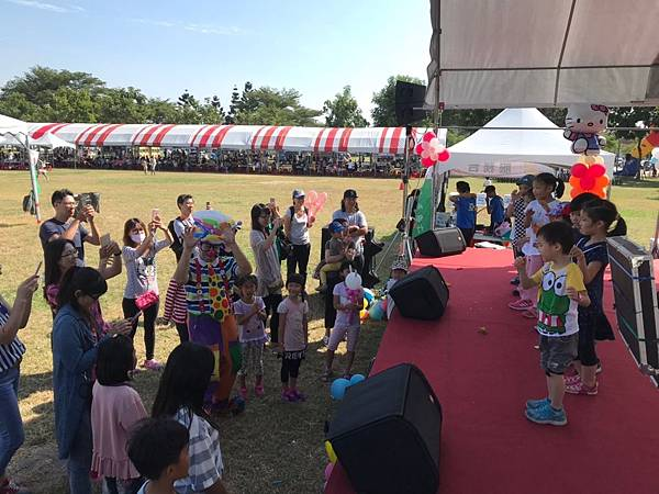 1013台南京城家庭日魔術表演+小丑氣球表演+夢幻泡泡表演 (1).jpg