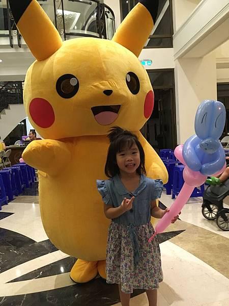 高雄中秋節樂團表演+魔術氣球表演+皮卡丘人偶迎賓+樂團+大型魔術道具 (4).JPG