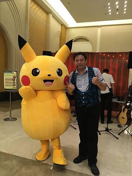 高雄中秋節樂團表演+魔術氣球表演+皮卡丘人偶迎賓+樂團+大型魔術道具 (2).JPG
