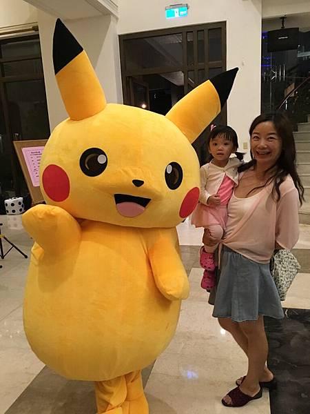 高雄中秋節樂團表演+魔術氣球表演+皮卡丘人偶迎賓+樂團+大型魔術道具 (3).JPG