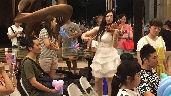 高雄中秋節樂團表演+魔術氣球表演+皮卡丘人偶迎賓+樂團+大型魔術道具 (9).JPG