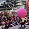 新竹巨城購物中心小丑魔術氣球表演+人入大氣球表演 (1).JPG