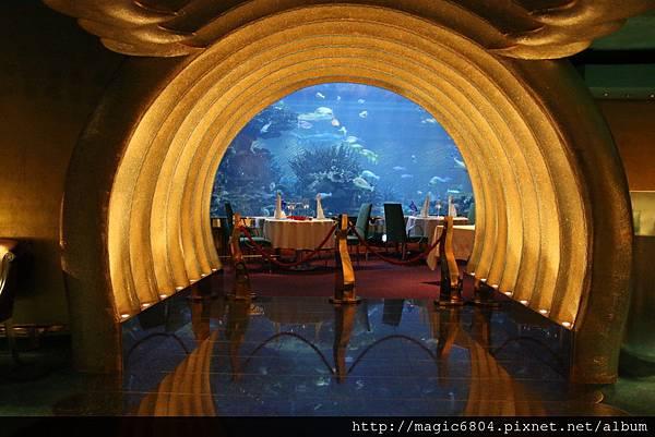 杜拜帆船海底餐廳