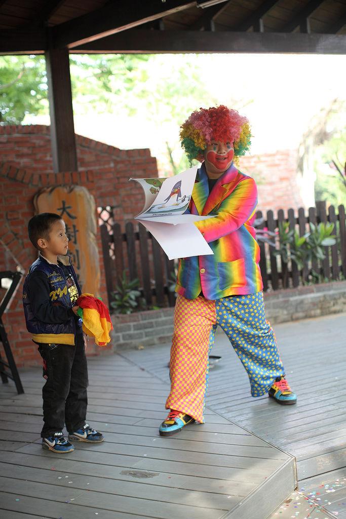 私立幼稚園歡慶兒童節魔術小丑表演