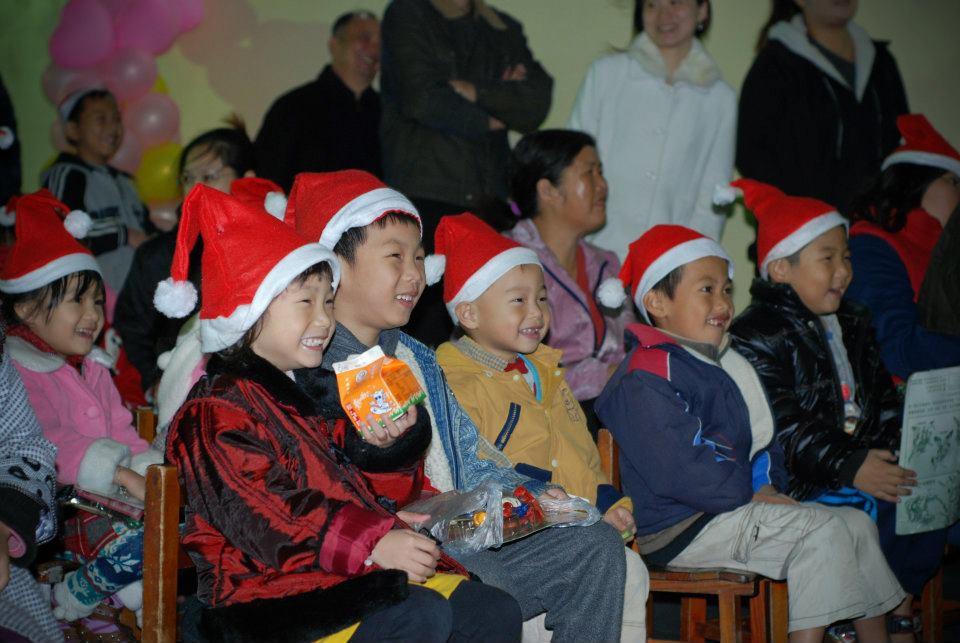 為登幼稚園聖誕晚會魔術表演