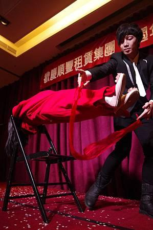 順豐租賃集團尾牙魔術表演、小丑表演、尾牙主持、熱舞表演