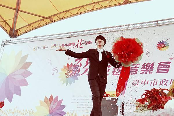 檯中新社花海、台中花毯節、魔術表演、小丑表演、街頭藝人