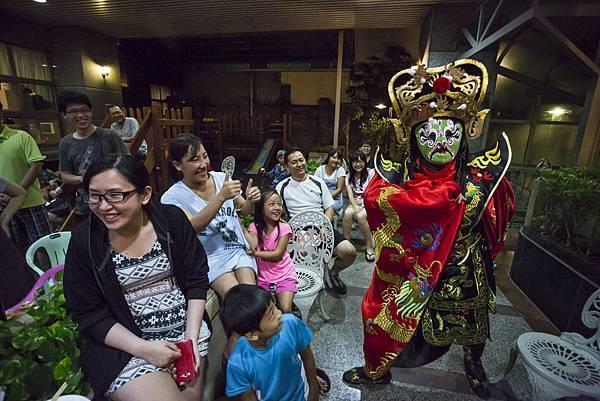 華爾道夫社區中秋晚會魔術表演、小丑表演、變臉表演、人入大氣球
