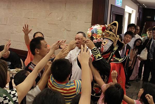 建輝&欣陵魔幻婚禮喜宴魔術表演、小丑氣球、川劇變臉、樂團表演、婚禮主持