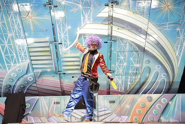 小嵩無氧化學尾牙魔術表演、小丑表演、熱舞表演、川劇變臉