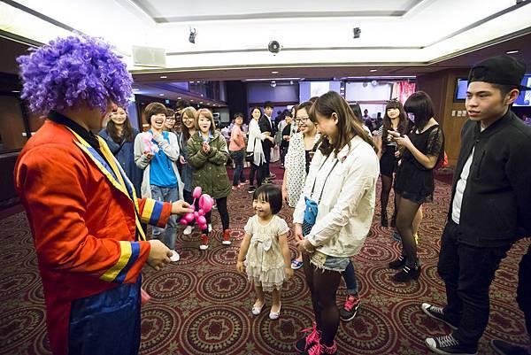 小林髮廊第二事業部春酒魔術表演、氣球小丑、春酒主持、熱舞表演、川劇變臉