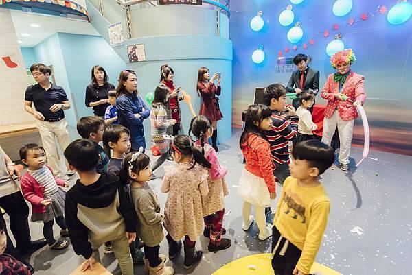 大樹餐廳聖誕派對魔術表演、小丑氣球