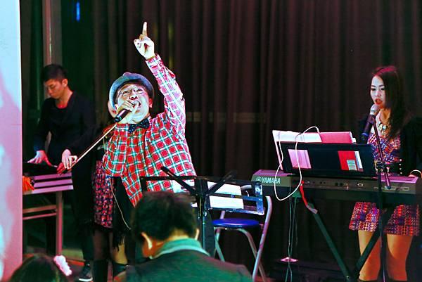 惠宇清寬社區聖誕晚會樂團主持、人入氣球