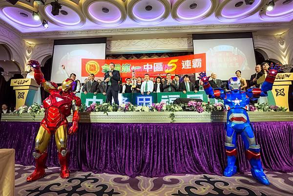 有巢氏_台慶中區聯合尾牙行動雕像、五人熱舞