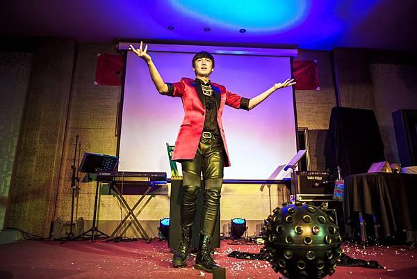 漢鐘精機尾牙三人樂團、活動主持、五人舞團、魔術表演、人入氣球、燈光音響