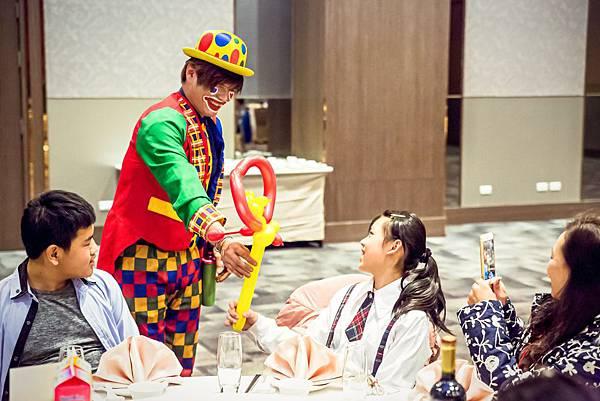 磊盈尾牙活動主持、魔術表演、氣球小丑、魔幻泡泡秀、桌邊魔術
