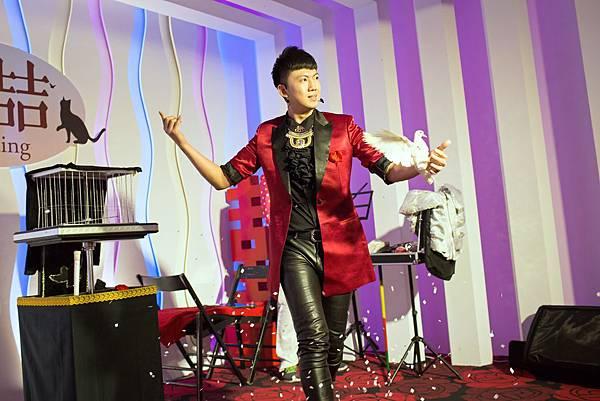 喆瑰&錦昌婚禮魔術表演、氣球小丑、川劇變臉、三人樂團、婚禮主持