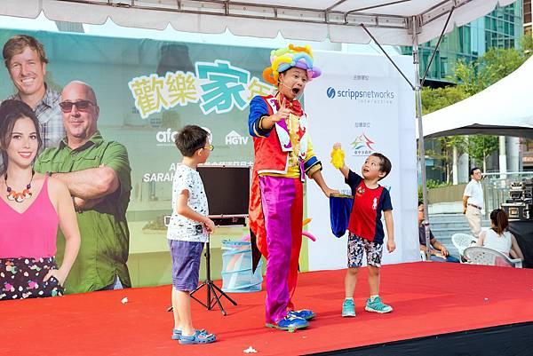 台中草悟廣場魔術表演、魔幻泡泡秀、小丑舞台