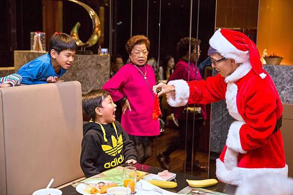 老爺酒店聖誕活動近距離魔術