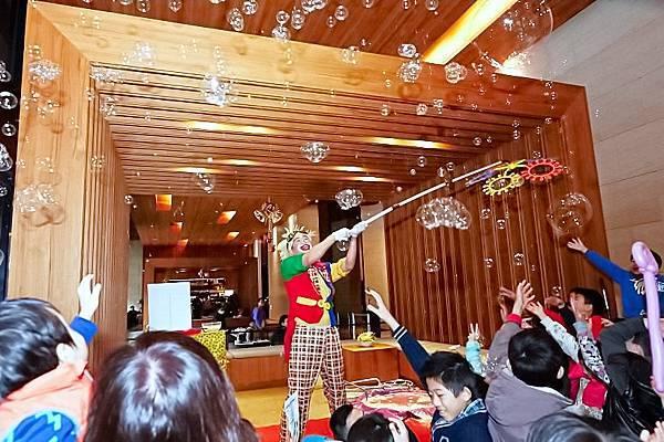 靜心文匯社區聖誕活動魔術表演、小丑舞台、魔幻泡泡秀