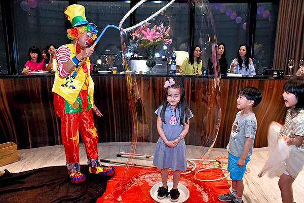 Ariel生日派對小丑魔術秀、魔幻泡泡秀、行動雕像