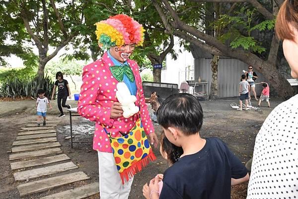 潭子大木塊休閒農場福斯車聚氣球小丑、魔幻泡泡