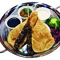 印度南餅佐羊肉串.jpg