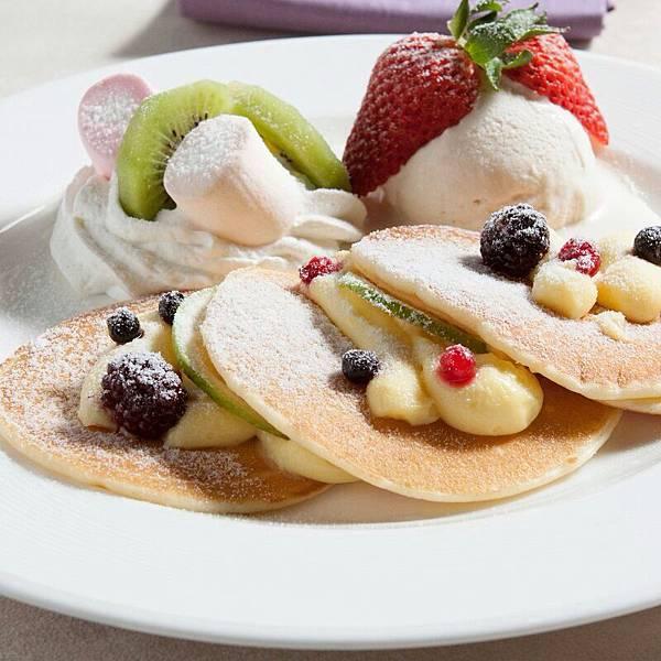 檸檬卡士達Pan Cakes & 蘋果肉桂冰淇淋佐鮮奶油