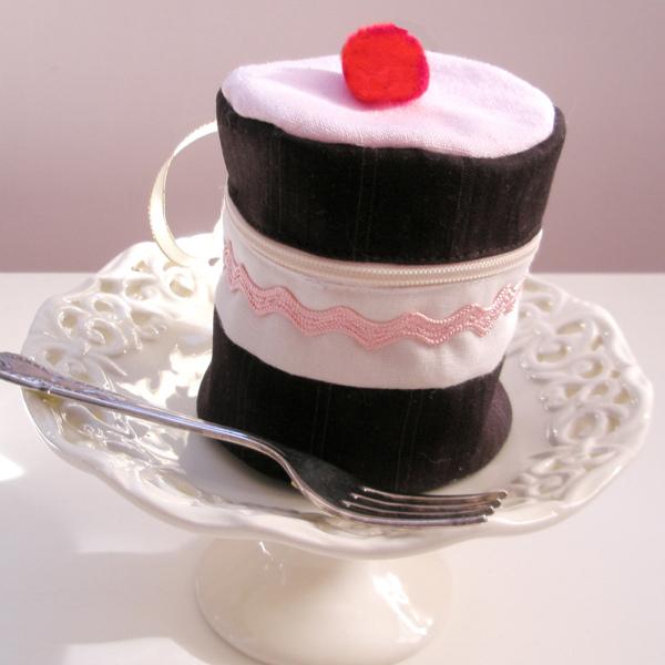 cake purse.jpg