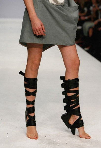 London design duo Maki Aminaka (Löfvander)and Marcus Wilmont(Aminaka Wilmont), introduced their sole-less shoes 3.jpg